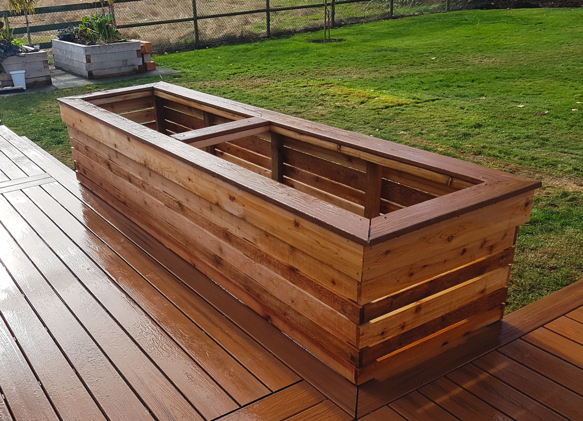 WhalleyWorks backyard carpentry planter box